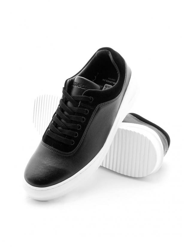双色拼接休闲板鞋