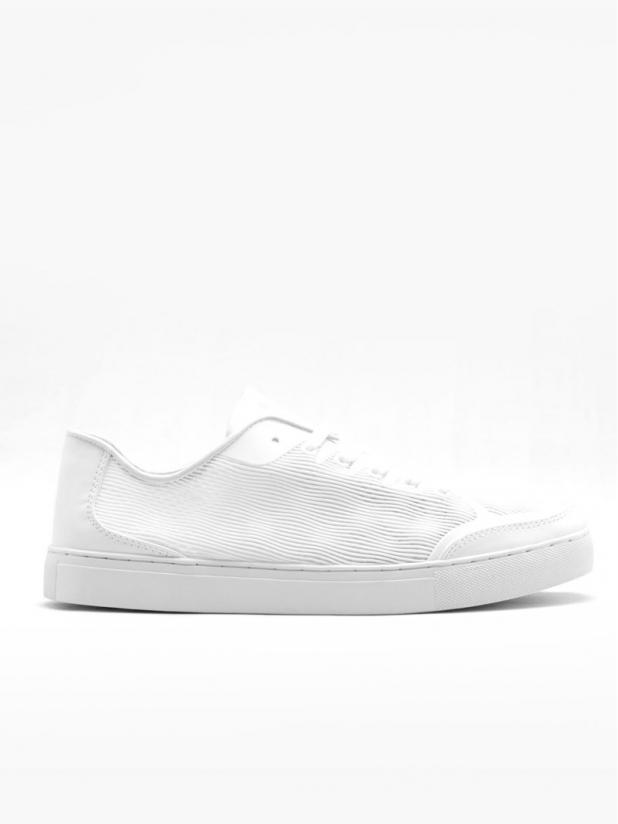 镂空透气休闲鞋