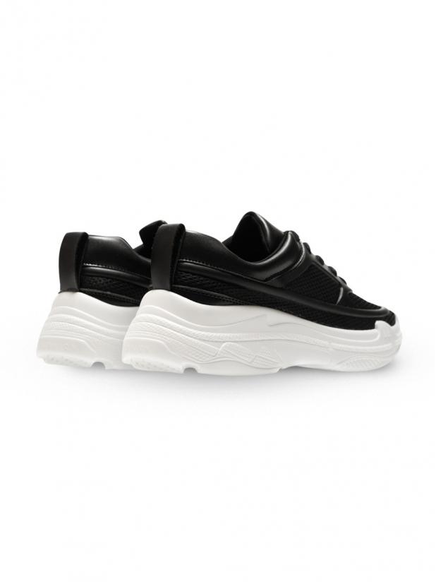 轻便透气增高运动鞋
