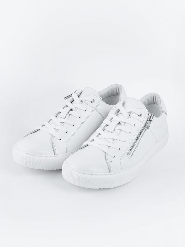 轻软牛皮小白鞋