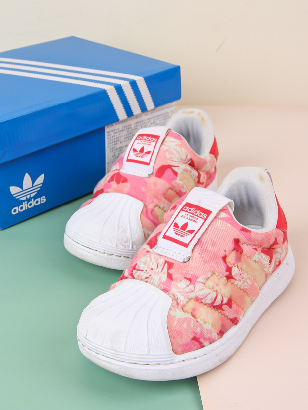 Adidas儿童运动鞋